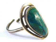 Silver ring with malachite (Stříbrný prsten s malachitem)