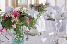 borddekorasjon Table Decorations, Furniture, Home Decor, Interior Design, Home Interior Design, Arredamento, Dinner Table Decorations, Home Decoration, Decoration Home