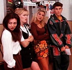 decades day outfits style Beverly Hills No one dressed like David. Except David. His outfits always looked out of place. 90210 Fashion, 80s And 90s Fashion, Retro Fashion, Beverly Hills 90210, Brian Austin Green, Jennie Garth, Shannen Doherty, Melrose Place, 90s Aesthetic