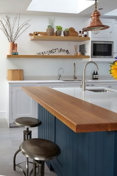 Spectacular Kitchen Remodel Ideas Before and After [Smart+Creative] Eclectic Kitchen, Condo Kitchen, Kitchen Benches, Wooden Kitchen, Kitchen Interior, New Kitchen, Kitchen Remodel, Kitchen Design, Kitchen Decor