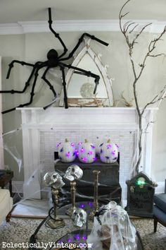 #Halloween Decoration Ideas - love this fabulous mantel (and those DIY pumpkin lights)!