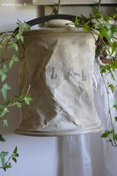 Ancienne poche à eau  Brocante de charme atelier cosy.fr