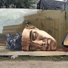 Notre société est-elle tombée sur la tête ? / Street art. / By #ONUR.