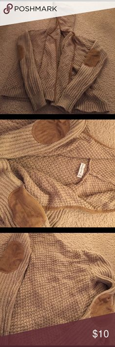 Abercrombie cardigan Abercrombie tan cardigan trimmed in a darker tan with patches on the elbows Abercrombie & Fitch Sweaters Cardigans
