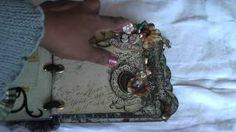 Scrapbooking: Vintage, shabby chic mini album, via YouTube.