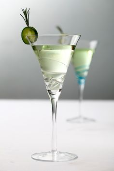 Learn to make your own cucumber and rosemary-infused gin for a martini that will transport you to Istanbul's legendary Spice Market. via Dewey Seasons Hotel Istanbul at the Bosphorus. Party Drinks, Cocktail Drinks, Fun Drinks, Yummy Drinks, Beverages, Martini Recipes, Coctails Recipes, Gin Bottles, Non Alcoholic Drinks