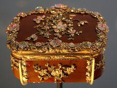 Snuffbox with Diamond Flowers - V&A | About 1765 Arthur Gilb… | Flickr