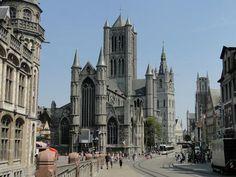 Meer weten of downloaden? Kijk dan op http://www.WalktheCity.eu/Toeristisch-Gent. Let op: Tijdens de route zal je een deel met openbaar vervoer afleggen. Houd rekening met extra kosten.