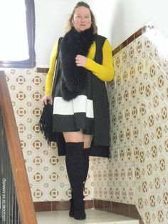 Casual Look. Look con falda neopreno rayas negra y blanca over knee boots. LOS LOOKS DE MI ARMARIO. #loslooksdemiarmario #winter #outfitcurvy #invierno #look #lookcasual #lookschic #tallagrande #curvy #plussize #curve #fashion #blogger #madrid #bloggercurvy #personalshopper #curvygirl #primark #lookinvierno #estola #zara #faldarayas #mostaza #lady #chic #overkneeboots #mostazaynegro #mustard