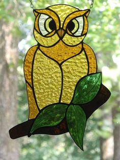 Uil - Delphi Artist Gallery Stained Glass Ornaments, Stained Glass Birds, Stained Glass Panels, Stained Glass Projects, Stained Glass Patterns, Mosaic Animals, Glass Animals, Tiffany, Owl Wallpaper