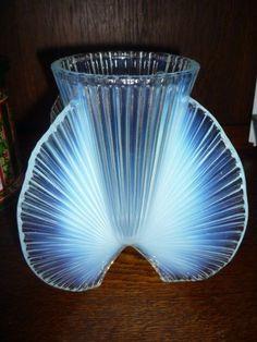 Vase verre opalescent signé P D AVESN pas Verlys Sabino Lalique Daum vintage