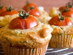 Erbe e muffin feta Easy Cake Recipes, Baking Recipes, Snack Recipes, Law Carb, Good Food, Yummy Food, Healthy Muffins, Pancakes And Waffles, Food Inspiration