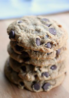 I've got to try making these and see how good they are. I aspire to be vegan, just haven't taken the plunge yet. Easy Vegan Chocolate Chip Cookies with Only 6 Ingredients & Vegan Baking Science- Baker Bettie Vegan Treats, Vegan Foods, Vegan Dishes, Vegan Recipes, Baking Recipes, Cookie Recipes, Dessert Recipes, Vegan Chocolate Chip Cookies, Cookies Vegan