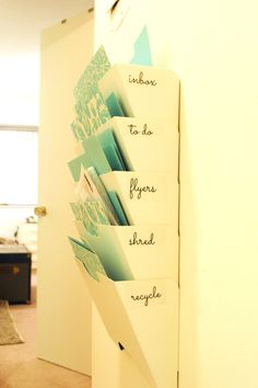 Keep your random papers in order with this mail and papers organizing project. Uses an affordable IKEA file system. Via lamourcheznous.wordpress.com