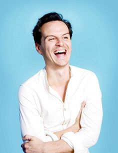 Andrew Scott confirms that is gay. Congratulations!!! Aw, so sweet. And there are people very hater that believes that they have some remote possibility with the actors if they are heterosexual. The famous are incredible, being gays or not. The world suck for these persons...Muggles...