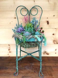 Set a Place in the Garden for a Succulent Chair Planter – Garden Therapy – succulent garden diy Suculentas Diy, Garden Planters, Succulents Garden, Succulent Ideas, Colorful Succulents, Succulent Planters, Balcony Garden, Recycled Planters, Colorful Garden