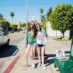 Bff Poses, Girl Poses, Bff Girls, Girls In Love, Ulzzang Korean Girl, Ulzzang Couple, Pretty Korean Girls, Cute Korean, Ulzzang Fashion