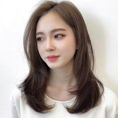 Medium Hair Cuts, Medium Hair Styles, Long Hair Styles, Messy Hairstyles, Retro Hairstyles, Hair Color Asian, Haircuts Straight Hair, Shot Hair Styles, Haircut And Color