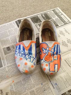 SHSU toms.. DIY toms! Old toms to cute toms!! try with UH Sunday Rose, Sam Houston, My Tom, Types Of Craft, Painted Shoes, College Life, Things I Want, Toms, Graduation