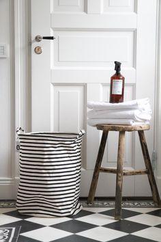 bathroom styling..http://www.bynoth.nl/c-2012451/bad/