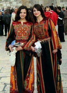 Palestinian beauties in Thawb (traditional Palestinian/Syrian/Iraqi clothes)