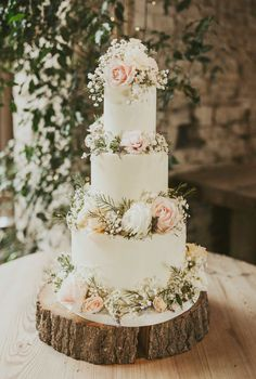 Beach Themed Wedding Cake Ideas; Wedding Cakes With Artificial Flowers Country Wedding Cakes, Floral Wedding Cakes, Wedding Cake Rustic, Wedding Cake Designs, Wedding Ideas, Wedding Flowers, Cake Wedding, Wedding Ceremony, Wedding Hacks