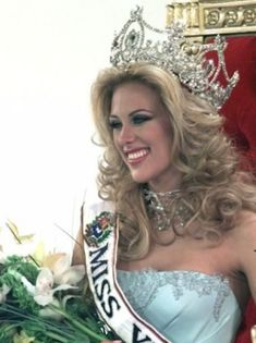 Ganadoras del Miss Venezuela 2000 - 2009 Dayana Mendoza, Oxana Fedorova, Coron, Secret Relationship Quotes, Stefania Fernandez, Miss Internacional, Miss Venezuela, Layered Haircuts With Bangs, Women Lawyer