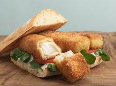 Fish finger sandwich... Fish Finger, Finger Sandwiches, Cornbread, Ethnic Recipes, Birds, Eat, Food, Sandwiches, Millet Bread