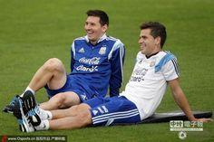 阿根廷恢復性訓練,梅西展開心笑容。(圖/騰訊體育)