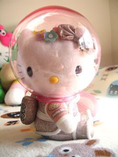 hello kitty plush <3 I need hello kitty and dear Daniel of this version.
