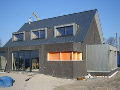 Huis met mooie zinken dakkapellen
