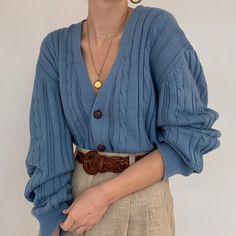 Lovely slouchy f… Gorgeous vintage dusty blue chunky cable knit cardigan sweater. Lovely slouchy fit, and has pockets! 🐚 Tap for more photos, details +… Look Retro, Look Vintage, Mode Outfits, Casual Outfits, Fashion Outfits, Hipster Outfits, Dress Casual, Fashion Clothes, Dress Outfits