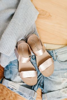 rose gold sandals with cut offs // love these more than Birkenstocks #spring #shoes
