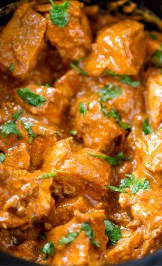 Voici larecette du poulet au beurre, appelée aussipoulet makhaniou encorebutter chicken. C'est un plat typique de lacuisine indienne. C'est une recette douce etépicée… ING…