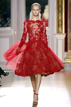 Zuhair Murad Fall/Winter 2012/2013 Couture Collection | Look #25  #Fashion #Couture #Runway #HighFashion  #ZuhairMurad #Dress #Gown #Flower #Design #Clothes #Red #Lace