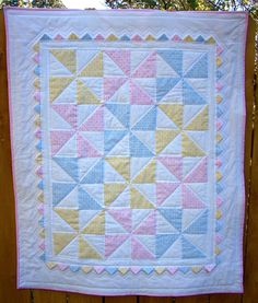 Pinwheel Quilt... Swap the blue for task or turquoise and I love it!