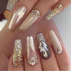 Gold Acrylic Nails, Gold Nails, Acrylic Nail Designs, Nail Art Designs, Nails Design, Glitter Nails, Nail Designs With Gold, Gold Glitter, Gradient Nails