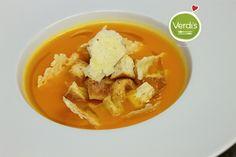 """Lo sai che lo zenzero è detto anche """"l'antibiotico naturale""""? Per tenere lontani i malanni di stagione vieni a gustarti la nostra deliziosa vellutata di carote, arancio e zenzero...  verdi-s.it/delivery Do you know that ginger is also known as the """"natural antibiotic""""? To fight seasonal influence come and taste our delicious creamy carrot soup with orange and ginger .. verdi-s.it/delivery #soup #healhty #vegetarian #milan #expo2015 #veg #salute #delivery"""