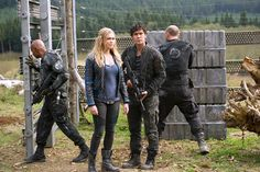 Still of Eliza Taylor and Bob Morley in The 100 (2014)