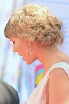 Delicate Up do