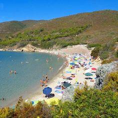 Saluti dalla spiaggia di #laconella a #capoliveri con lo scatto di @alexisb84. Continuate a taggare le vostre foto con #isoladelbaapp il tag delle vostre vacanze all'#isoladelba. http://ift.tt/1NHxzN3