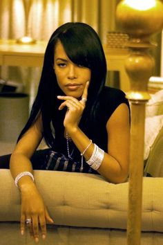 "the-epitome-of-sophistication: ""Aaliyah Dana Haughton 14 Years Later ❤️ "" Aaliyah Miss You, Rip Aaliyah, Aaliyah Style, Christina Aguilera, Black Is Beautiful, Beautiful People, Gorgeous Hair, Pretty Hair, Beautiful Models"