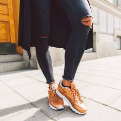 Reebok Cl Lthr X Face Stockholm Womens Trainers in Bronze 59752766b