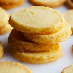 An easy recipe for decadent, melt in your mouth Butter Cookies! Make the dough, roll into a log and slice and bake as you like! They taste like a cross between Danish butter cookies and shortbread only BETTER! Butter Shortbread Cookies, Danish Butter Cookies, Lemon Cookies, Biscuit Cookies, Sugar Cookies Recipe, Easy Butter Cookie Recipe, Norwegian Butter Cookies Recipe, Butter Cookies Recipes, Food Cakes