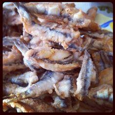 Acciughe fritte - fried anchovies (ligurian's way) Italian Dishes, Italian Recipes, Wine Recipes, Great Recipes, Hotel Breakfast, Savarin, Restaurant Reservations, Pesto Sauce, Cinque Terre