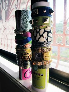 easy bangle holder with magazine: 30 Cool Things to Make With Old Magazines | StyleCaster