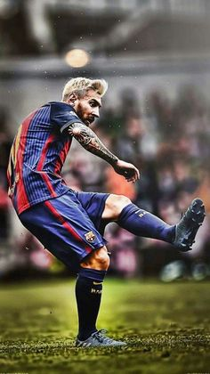 All You Need To Know About Football. Football is a game for giants. Football is made up of physically tough people, but also mentally tough ones too. Football Player Messi, Football Players Images, Messi Soccer, Good Soccer Players, Football Soccer, Messi Beard, Denis Suarez, Cr7 Messi, Lionel Messi Barcelona