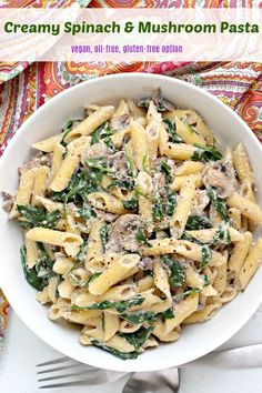 Creamy Spinach Mushroom Pasta (Vegan)Creamy Spinach & Mushroom Pasta is easy to make in under 30 minutes with only a few basic ingredients. You won't miss the dairy or oil in this delicious dish. Vegetarian Pasta Recipes, Vegan Pasta, Vegan Dinner Recipes, Delicious Vegan Recipes, Vegan Dinners, Whole Food Recipes, Healthy Recipes, Paleo Vegan, Healthy Nutrition