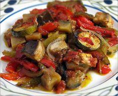 La meilleure recette de Ratatouille (TUPPERWARE)! L'essayer, c'est l'adopter! 4.4/5 (5 votes), 6 Commentaires. Ingrédients: 3 gousses d'ail, 2 oignons, 50 ml d'huile d'olive, 500g de courgettes, 500g d'aubergines, 5 tomates, 1 poivron rouge, 15 ml d'herbes de Provence, sel et poivre.
