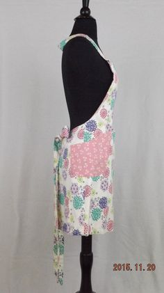 I made this reversible apron with two prints. One print is full of very colorful firework looking #flowers and the other print has a pint background with tiny white flowers.... #holidays #giftgiving #gift #mothersday #baking #cooking #chef